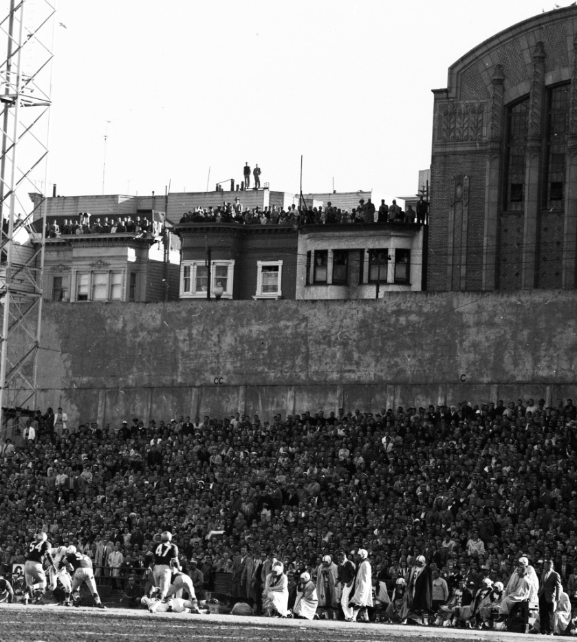 12/08/1957 SanFrancisco 49ers vs Colts .. Fans on rooftops behind Kezar Stadium
